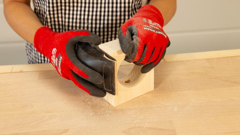 Lijado de la pieza de madera
