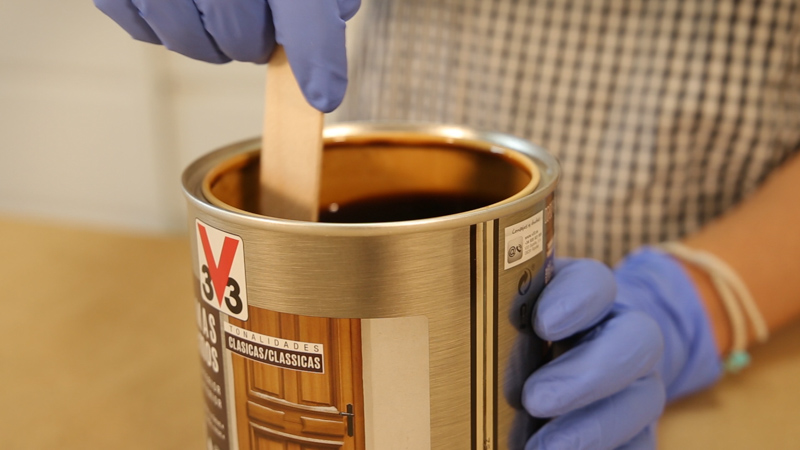 Preparación del barniz exterior de v33