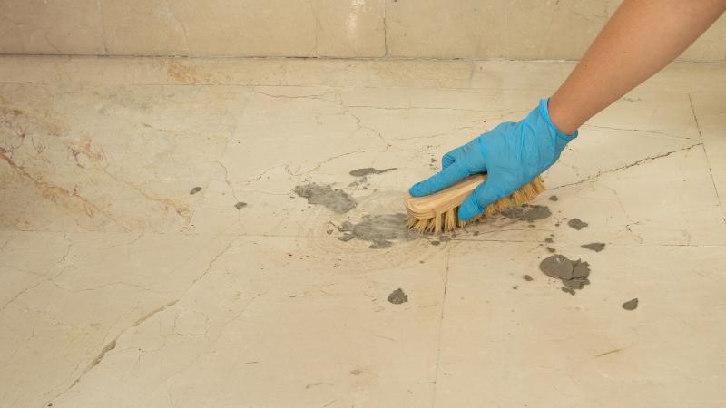 Cómo quitar manchas de cemento del piso