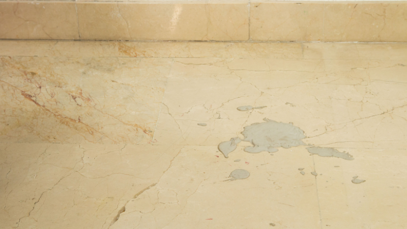 Manchas de cemento difíciles en el suelo