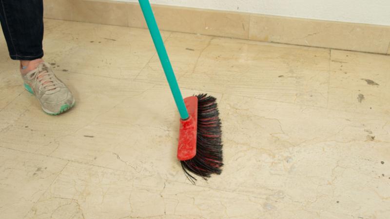 Cómo quitar cemento del suelo