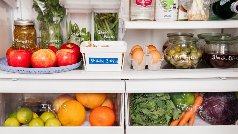 División de los alimentos en el frigorífico