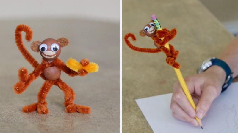 Mono con limpiapipas