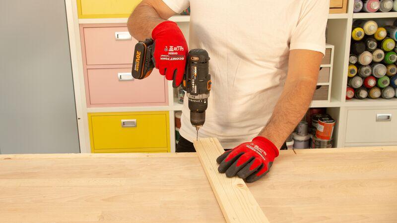 Realización de agujeros en la madera