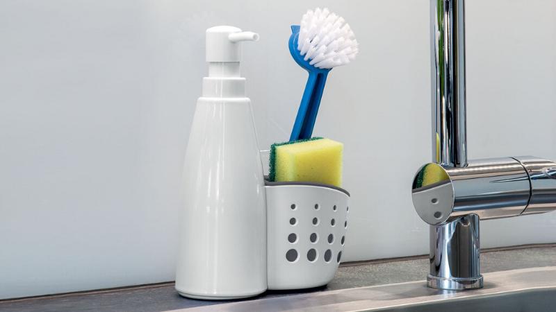 Organización de los productos para lavar la vajilla