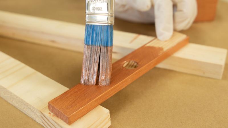 Aplicación de pintura sobre las piezas del árbol giratorio