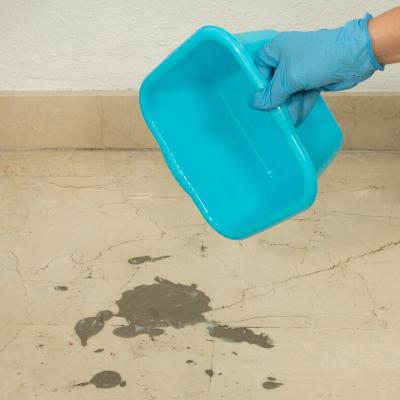 Cómo quitar manchas de cemento del suelo