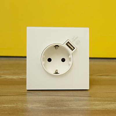 Cómo instalar un enchufe con USB