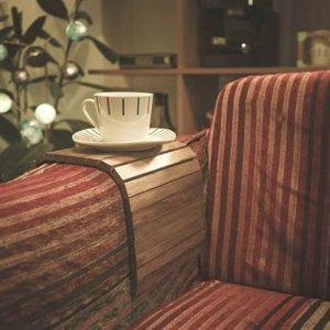 Soporte para el reposabrazos del sofá