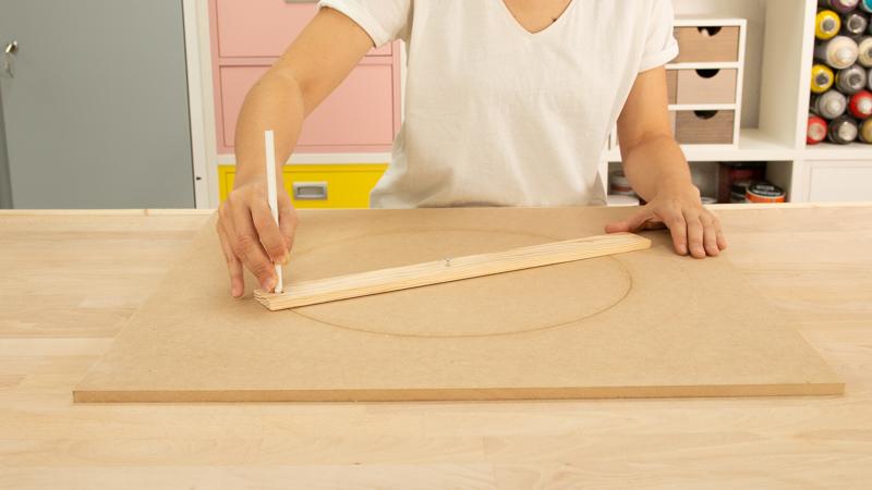 Dibujo de la circunferencia de la base del taburete
