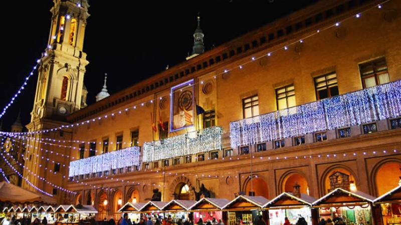 Mercadillo navideño de la Plaza del Pilar de Zaragoza
