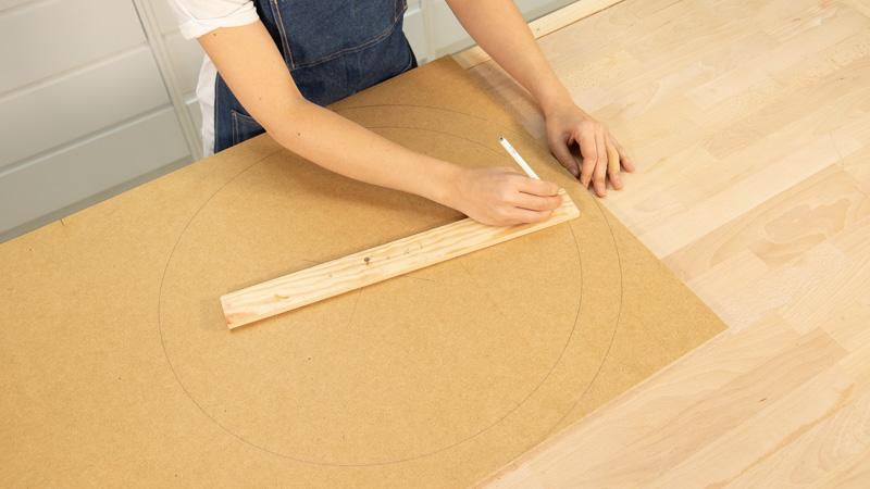 Marcado del agujero interior del tablero de madera