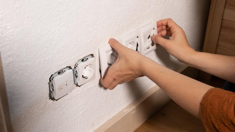 Colocación de los embellecedores en la pared