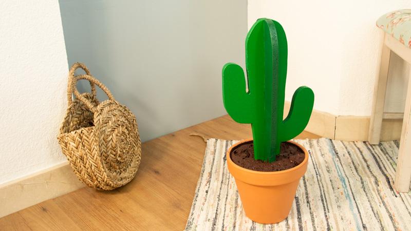 Cactus de madera casero.