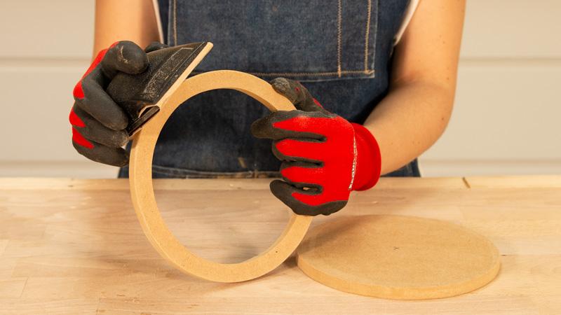 Lijado de las dos piezas de madera