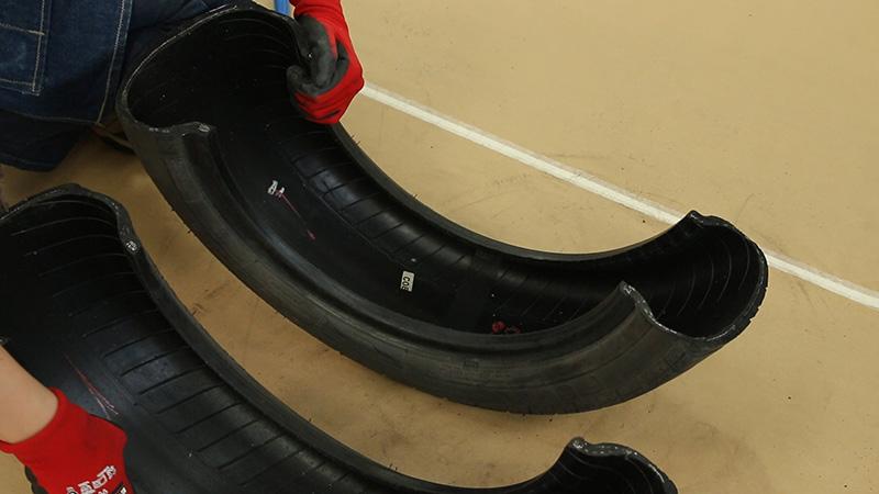 Neumático cortado en dos
