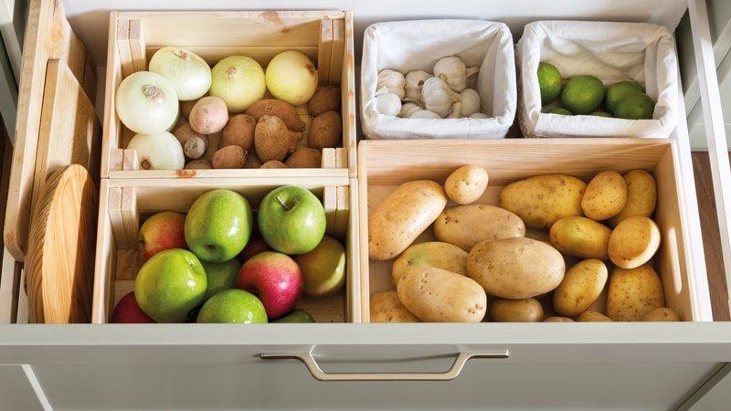 Cajón con alimentos que no se deben guardar en la nevera