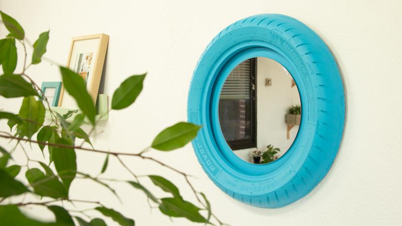 Cómo hacer un espejo para la pared con una rueda