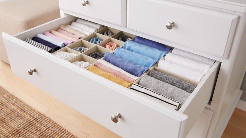 Organización interior de un cajón de armario