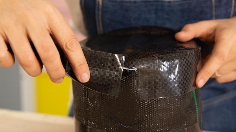 Sellado de los bordes de la base con cinta impermeabiliazante