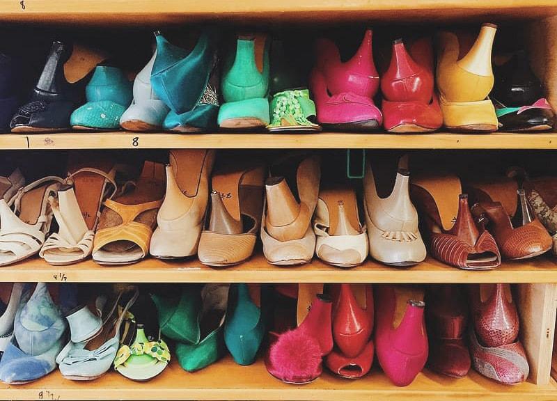 Cómo organizar zapatos unos encima de otros