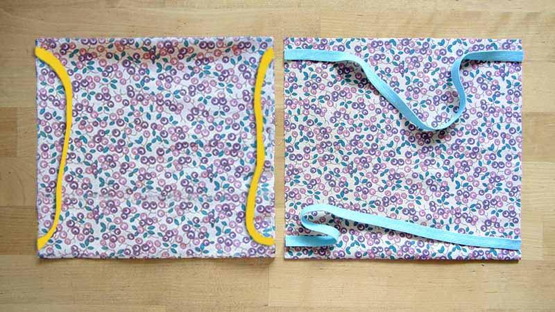 En dos cuadrados de tela estampada vemos cómo hayq ue colocar las gomas a la hora de coser mascarillas caseras