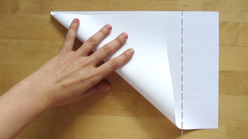 Doblar un folio en diagonal para conseguir un cuadrado exacto