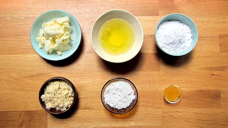 Ingredientes para hacer madeleines de almendra