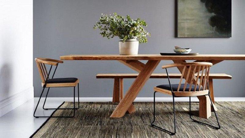 Mesa y sillas estilo japandi