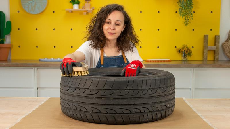 Limpieza de la superficie de un neumático