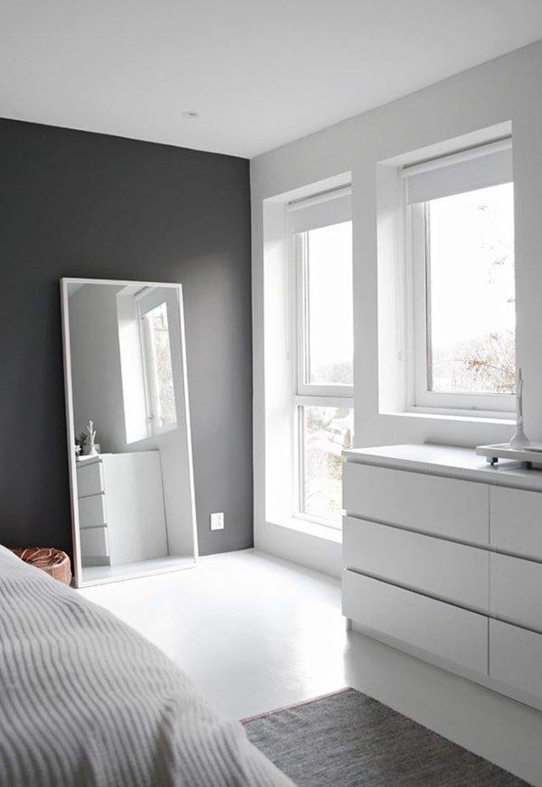 Los espejos dan sensación de espacio en dormitorios pequeños