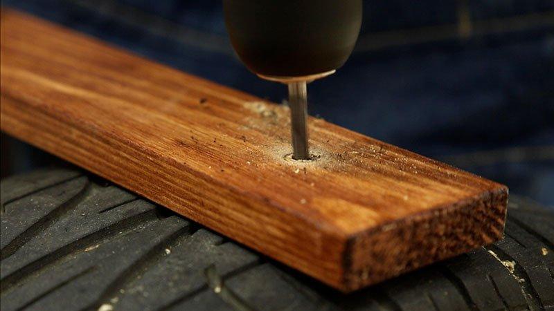 Atornillado de lamas de madera sobre medio neumático