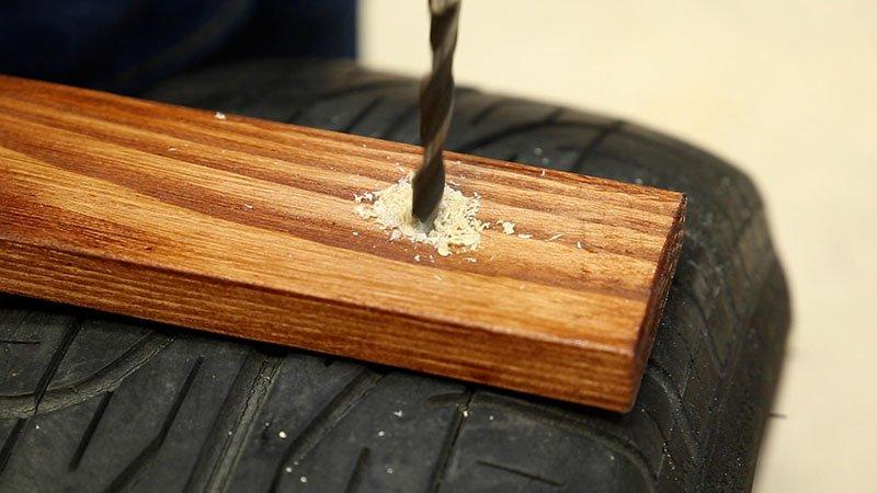 Avellanado de un agujero de madera para ocultar los tornillos de unión de las piezas