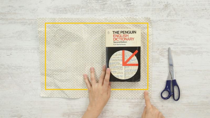 Centra el papel y recorta el exceso