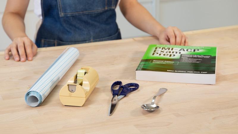 Cómo forrar libros con plástico adhesivo