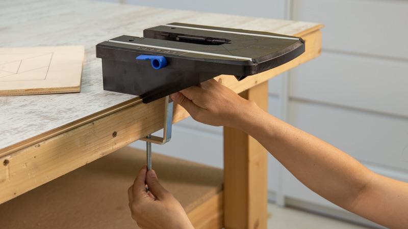 Fijación de la sierra Dremel Moto-Saw en una mesa