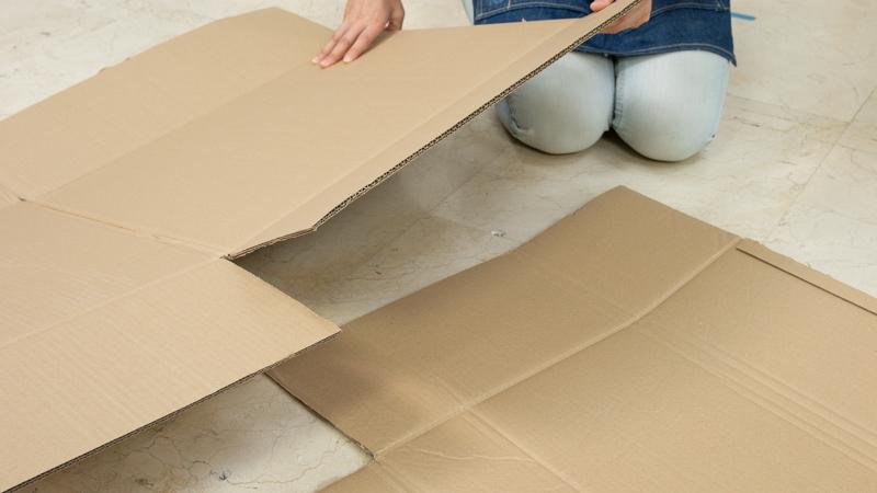 Protegiendo el suelo con cartón