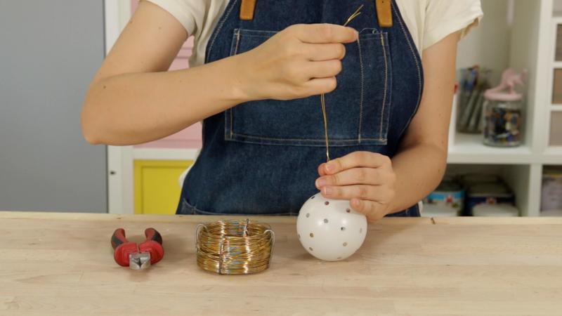 Ata el alambre a tu objeto pequeño