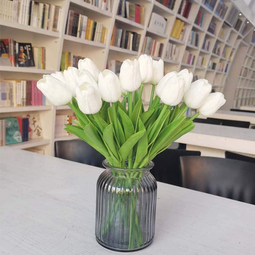 Tulipanes en un jarrón