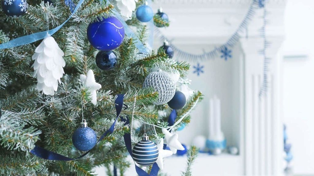 Árbol de Navidad en tonos azules