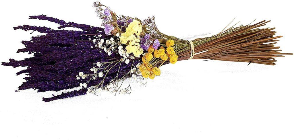 Ramillete de lavanda y flores silvestres