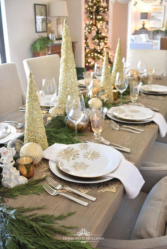 Centro de mesa con adornos navideños