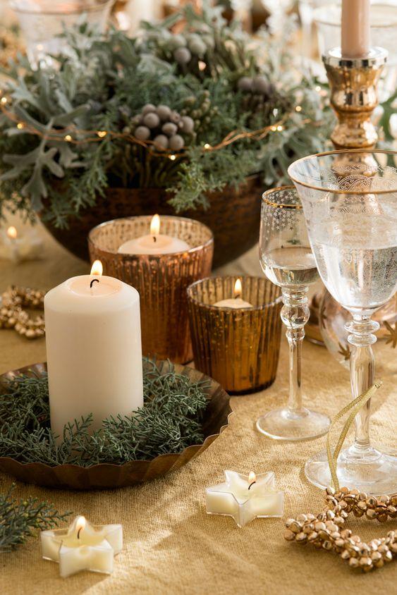 Velas como adorno para la mesa de Navidad