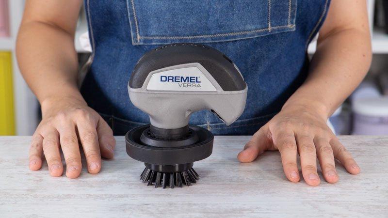 Cepillo para zonas toscas de interior o exterior