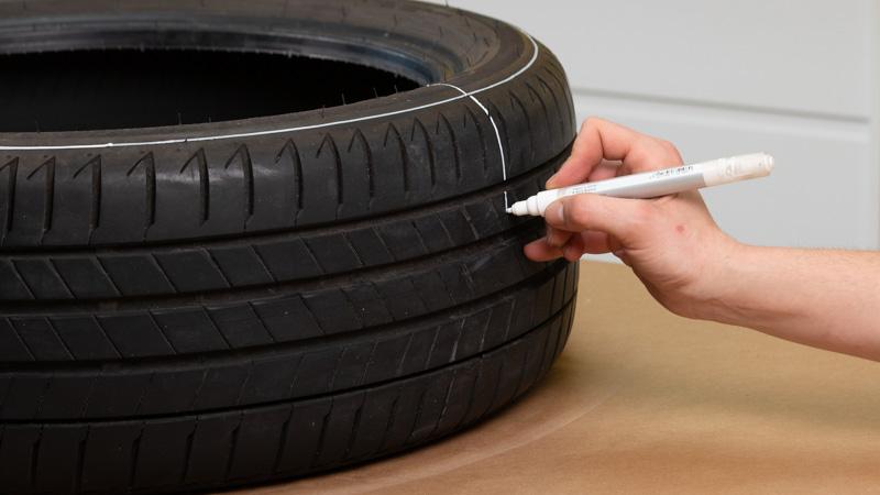 Cómo márcar neumático para cortarlo