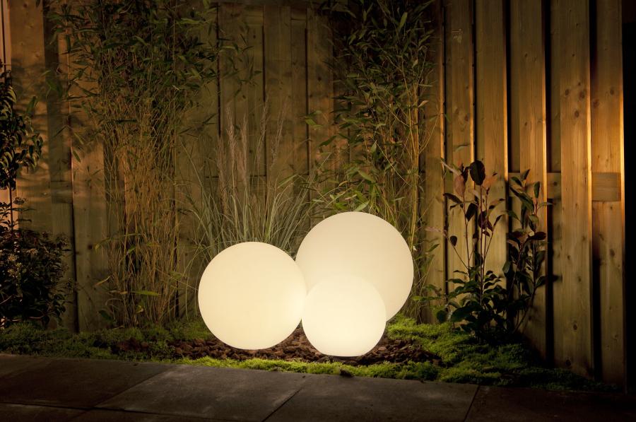 lámpara portátil para una fácil iluminación del jardín