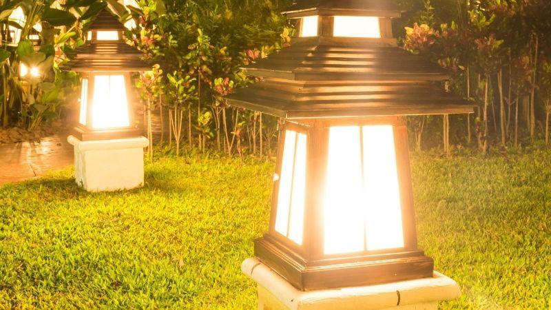 luces-cálidas-para-el-jardín