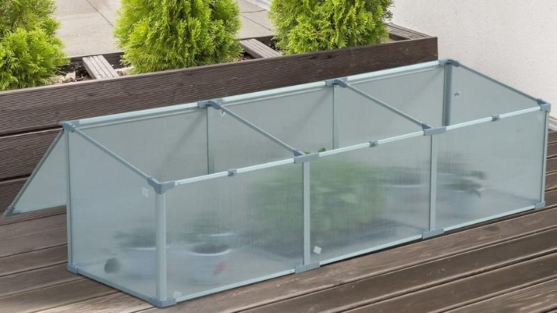 Organiza la terraza con este invernadero para de metacrilato para  guardar las plantas