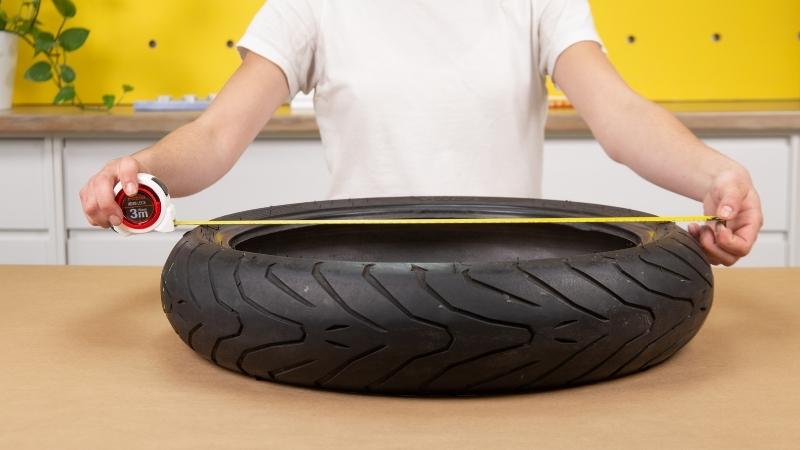 flexómetro para medir diámetro de la rueda