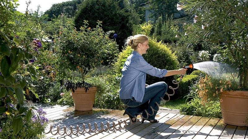 manguera para terrazas pequeñas que se retrae para que no ocupe espacio en la terraza